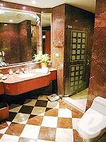 バンコク ファミリー&グループのホテル : ザ エメラルド ホテル(The Emerald Hotel)のジュニアスイートルームの設備 Bathroom