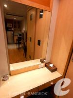 バンコク カップル&ハネムーンのホテル : ザ キー スクンビット バンコク バイ コンパス ホスピタリティ(The Key Sukhumvit Bangkok by Compass Hospitality)のゴールドキー スーペリアルームの設備 Writing Desk