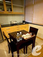 バンコク カップル&ハネムーンのホテル : ザ キー スクンビット バンコク バイ コンパス ホスピタリティ(The Key Sukhumvit Bangkok by Compass Hospitality)のマスターキー スイートルームの設備 Dining Table