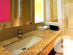 プーケット 会議室ありのホテル : ザ ランタン リゾート パトン(The Lantern Resort Patong)のビュー ペントルームの設備 Bath Room