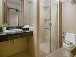 プーケット ヴィラコテージのホテル : ザ リーフ オーシャンサイド(The Leaf Oceanside)のガーデンルームの設備 Bath Room