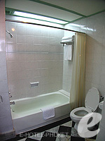 プーケット 5,000円以下のホテル : ザ メトロポール ホテル プーケット(The Metropole Hotel Phuket)のデラックスルームの設備 Bedroom