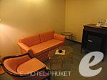 プーケット プーケットタウンのホテル : ザ メトロポール ホテル プーケット(The Metropole Hotel Phuket)のジュニア スイートルームの設備 Living Room
