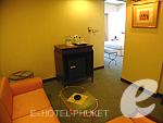 プーケット 5,000円以下のホテル : ザ メトロポール ホテル プーケット(The Metropole Hotel Phuket)のジュニア スイートルームの設備 Living Room