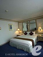 バンコク シーロム・サトーン周辺のホテル : ザ モンティエン ホテル バンコク(The Montien Hotel Bangkok)のスーペリアルームの設備 Bedroom