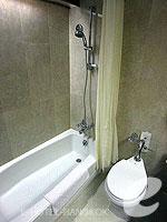 バンコク シーロム・サトーン周辺のホテル : ザ モンティエン ホテル バンコク(The Montien Hotel Bangkok)のコーポレート スーペリアルームの設備 Bathroom