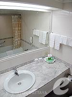 パタヤ ノースパタヤのホテル : ザ インペリアル パタヤ ホテル(The Imperial Pattaya Hotel)のスーペリア ルームルームの設備 Bathroom