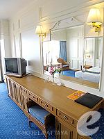 パタヤ ノースパタヤのホテル : ザ インペリアル パタヤ ホテル(The Imperial Pattaya Hotel)のエグゼクティブ スーペリアルームの設備 TV & Writing Desk