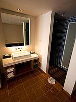 プーケット パトンビーチのホテル : ザ ナップ パトン(The Nap Patong)のグランド スーペリアルームの設備 Bath room
