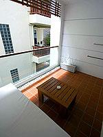 プーケット パトンビーチのホテル : ザ ナップ パトン(The Nap Patong)のグランド スーペリアルームの設備 Balcony