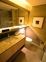 プーケット パトンビーチのホテル : ザ ナップ パトン(The Nap Patong)のプルンジ プール デイドリーム デラックスルームの設備 Bath Room