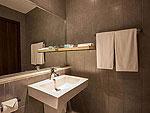 プーケット パトンビーチのホテル : ザ ナップ パトン(The Nap Patong)のデラックス 1ベッドルーム スイートルームの設備 Bath Room