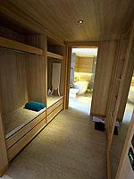 プーケット パトンビーチのホテル : ザ ナップ パトン(The Nap Patong)のブルー ムーン スイートルームの設備 Closet