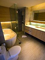 プーケット パトンビーチのホテル : ザ ナップ パトン(The Nap Patong)のブルー ムーン スイートルームの設備 Bath Room