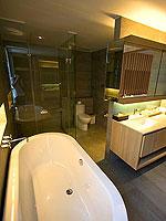プーケット パトンビーチのホテル : ザ ナップ パトン(The Nap Patong)のアトリウム プールヴィラルームの設備 Bath Room