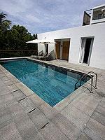 プーケット パトンビーチのホテル : ザ ナップ パトン(The Nap Patong)のアトリウム プールヴィラルームの設備 Common Swiming Pool