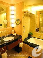 バンコク チャオプラヤー川周辺のホテル : ザ ペニンシュラ バンコク(The Peninsula Bangkok)のバルコニー ルームルームの設備 Bathroom