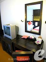 プーケット 5,000円以下のホテル : ザ プーリン リゾート(The Phulin Resort)のStandardルームの設備 Writing Desk