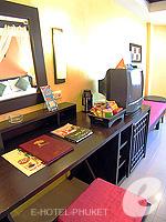 プーケット パトンビーチのホテル : ザ ロイヤル パーム ビーチフロント(The Royal Palm Beach Front)のスーペリアルームの設備 Desk