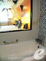 プーケット パトンビーチのホテル : ザ ロイヤル パーム ビーチフロント(The Royal Palm Beach Front)のスーペリアルームの設備 Bathtub