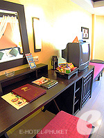 プーケット パトンビーチのホテル : ザ ロイヤル パーム ビーチフロント(The Royal Palm Beach Front)のスーペリア(ツイン/ダブル)ルームの設備 Desk
