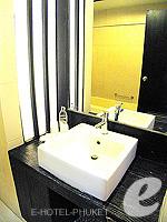 プーケット パトンビーチのホテル : ザ ロイヤル パーム ビーチフロント(The Royal Palm Beach Front)のデラックスルームの設備 Bath room