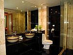 プーケット ファミリー&グループのホテル : ザ ロイヤル パラダイス ホテル & スパ(The Royal Paradise Hotel & Spa)のロイヤル スイートルームの設備 Bath Room