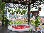 プーケット スパ併設のホテル : ザ ロイヤル パラダイス ホテル & スパ(The Royal Paradise Hotel & Spa)のロイヤル エグゼクティブ スイートルームの設備 Outdoor Bathtub