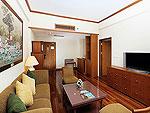 プーケット ファミリー&グループのホテル : ザ ロイヤル パラダイス ホテル & スパ(The Royal Paradise Hotel & Spa)のパラダイス スイートルームの設備 Living Room
