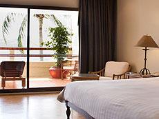 プーケット オーシャンビューのホテル : ザ ナイハーン(1)のお部屋「オーシャン フロント スーペリア」