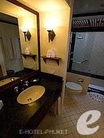 プーケット その他・離島のホテル : ザ ナイハーン(The Nai Harn)のオーシャンフロント デラックスルームの設備 Bath Room