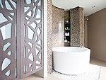 プーケット スパ併設のホテル : ザ サンズ カオ ラック(The Sands Khao Lak)のワンベッドルーム シー スイートルームの設備 Bath Room