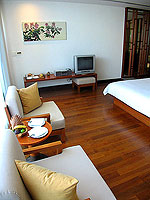 プーケット ビーチフロントのホテル : ザ サロジン(The Sarojin)のガーデン レジデンスルームの設備 Sitting Area