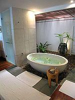 プーケット ビーチフロントのホテル : ザ サロジン(The Sarojin)のガーデン レジデンスルームの設備 Bath Room