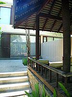 プーケット ビーチフロントのホテル : ザ サロジン(The Sarojin)のガーデン レジデンスルームの設備 Entrance