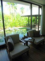 プーケット ビーチフロントのホテル : ザ サロジン(The Sarojin)のプール レジデンスルームの設備 Chair
