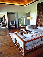 プーケット ビーチフロントのホテル : ザ サロジン(The Sarojin)のスパ スイートルームの設備 Living Room