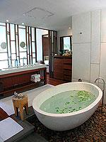 プーケット カオラックのホテル : ザ サロジン(The Sarojin)のスパ スイートルームの設備 Bath Room