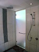 プーケット カオラックのホテル : ザ サロジン(The Sarojin)のスパ スイートルームの設備 Shower Booth