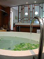 プーケット カオラックのホテル : ザ サロジン(The Sarojin)のスパ スイートルームの設備 Bathtub