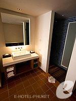 プーケット インターネット接続(無料)のホテル : ザ シー パトン(The Sea Patong)のスーペリアルームの設備 Bath Area