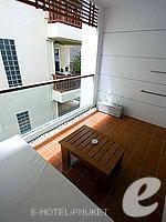 プーケット インターネット接続(無料)のホテル : ザ シー パトン(The Sea Patong)のスーペリアルームの設備 Balcony