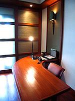 バンコク シーロム・サトーン周辺のホテル : ザ スコータイ バンコク(The Sukhothai Bangkok)のデラックス スタジオルームの設備 Desk