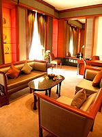 バンコク シーロム・サトーン周辺のホテル : ザ スコータイ バンコク(The Sukhothai Bangkok)のガーデン スイートルームの設備 Living Room