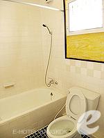 バンコク シーロム・サトーン周辺のホテル : ザ サンライズ レジデンス サラデーン(The Sunrise Residence Saladaeng)のダブルベット スタジオルームの設備 Bathroom