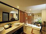 サムイ島 チョンモーンビーチのホテル : ザ トンサイ ベイ(The Tongsai Bay)のシーフロント コテージルームの設備 Bath Room