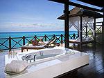 サムイ島 チョンモーンビーチのホテル : ザ トンサイ ベイ(The Tongsai Bay)のトンサイ プールヴィラルームの設備 Outdoor Bathtub