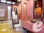 プーケット カロンビーチのホテル : ザ ヴィレッジ リゾート & スパ(The Village Resort & Spa)のトロピカルビラルームの設備 Bath Room