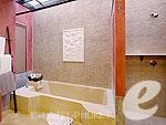プーケット ヴィラコテージのホテル : ザ ヴィレッジ リゾート & スパ(The Village Resort & Spa)のプール アクセス ヴィラ(シングル)ルームの設備 Bath Room