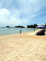 Beach : The White House Beach Resort & Spa, Choeng Mon Beach, Phuket